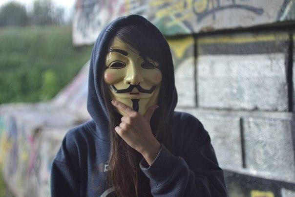 Девушке в маске картинки на аву