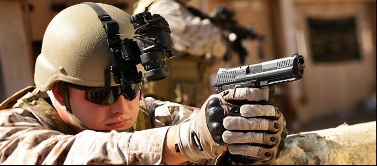 В Москве теперь также можно куппить настоящие тактические перчатки Oakley