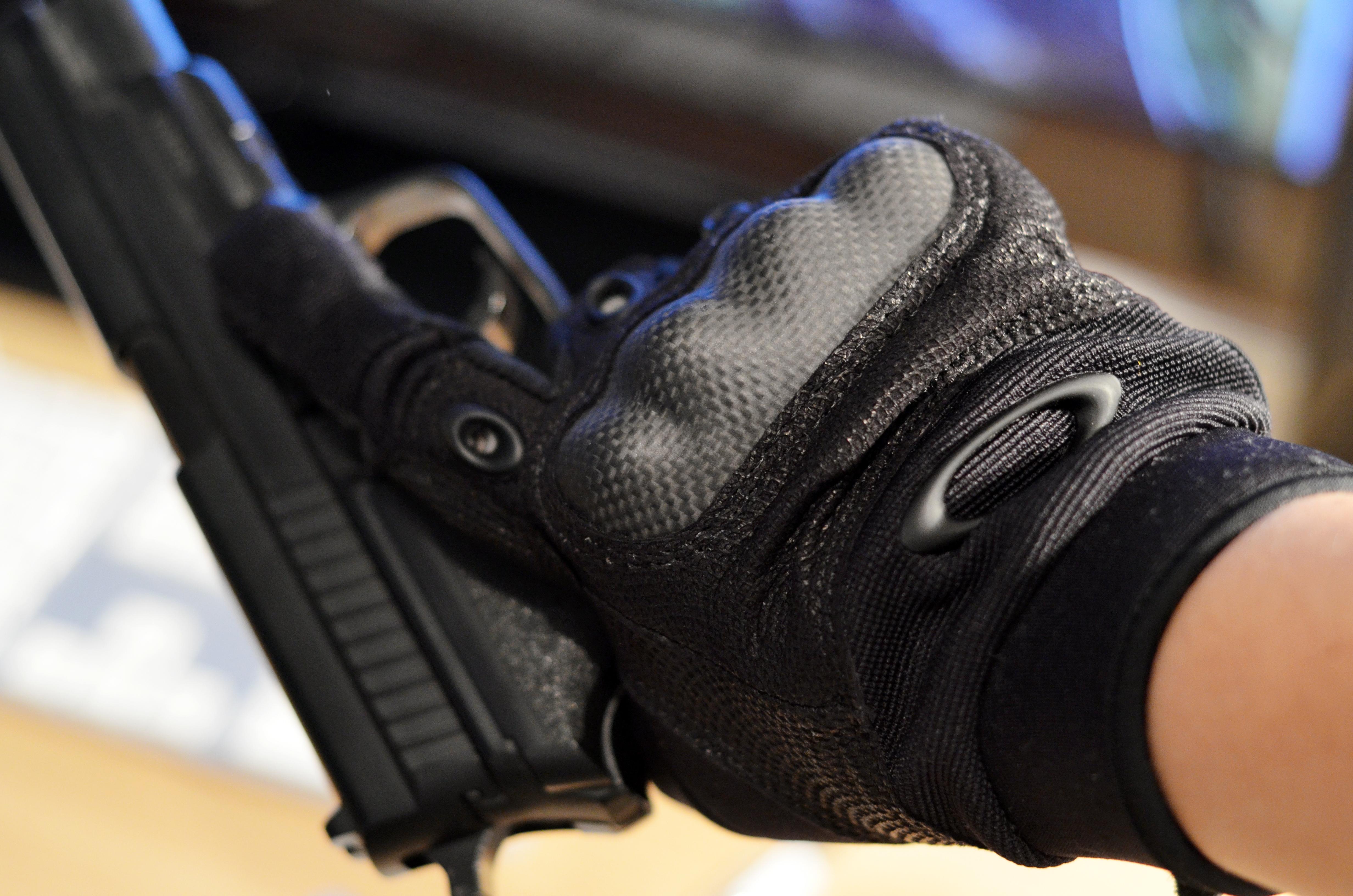 Универсальные перчатки спецназовского образца