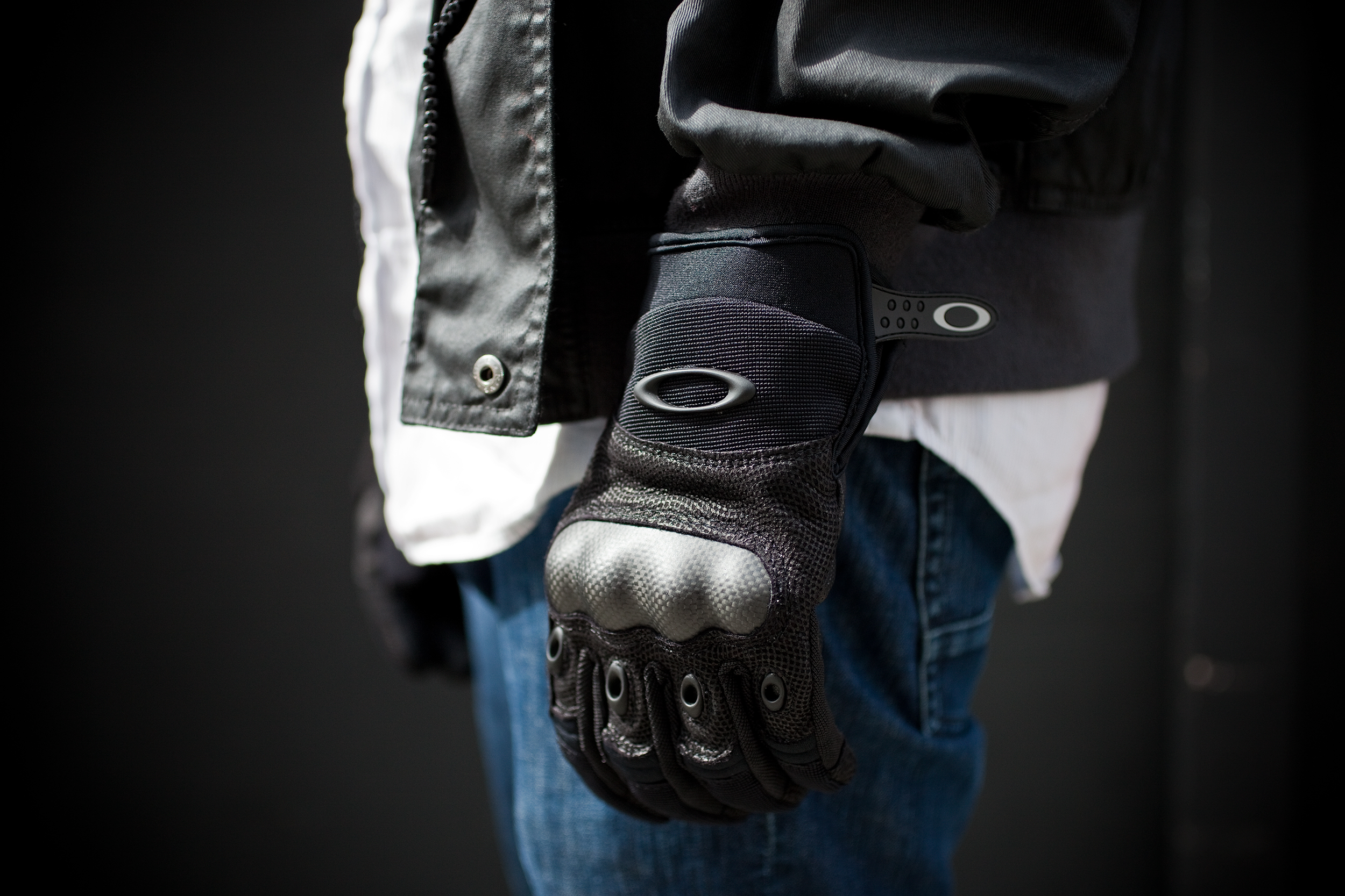 Тактические перчатки Oakley с кевларом стали классикой