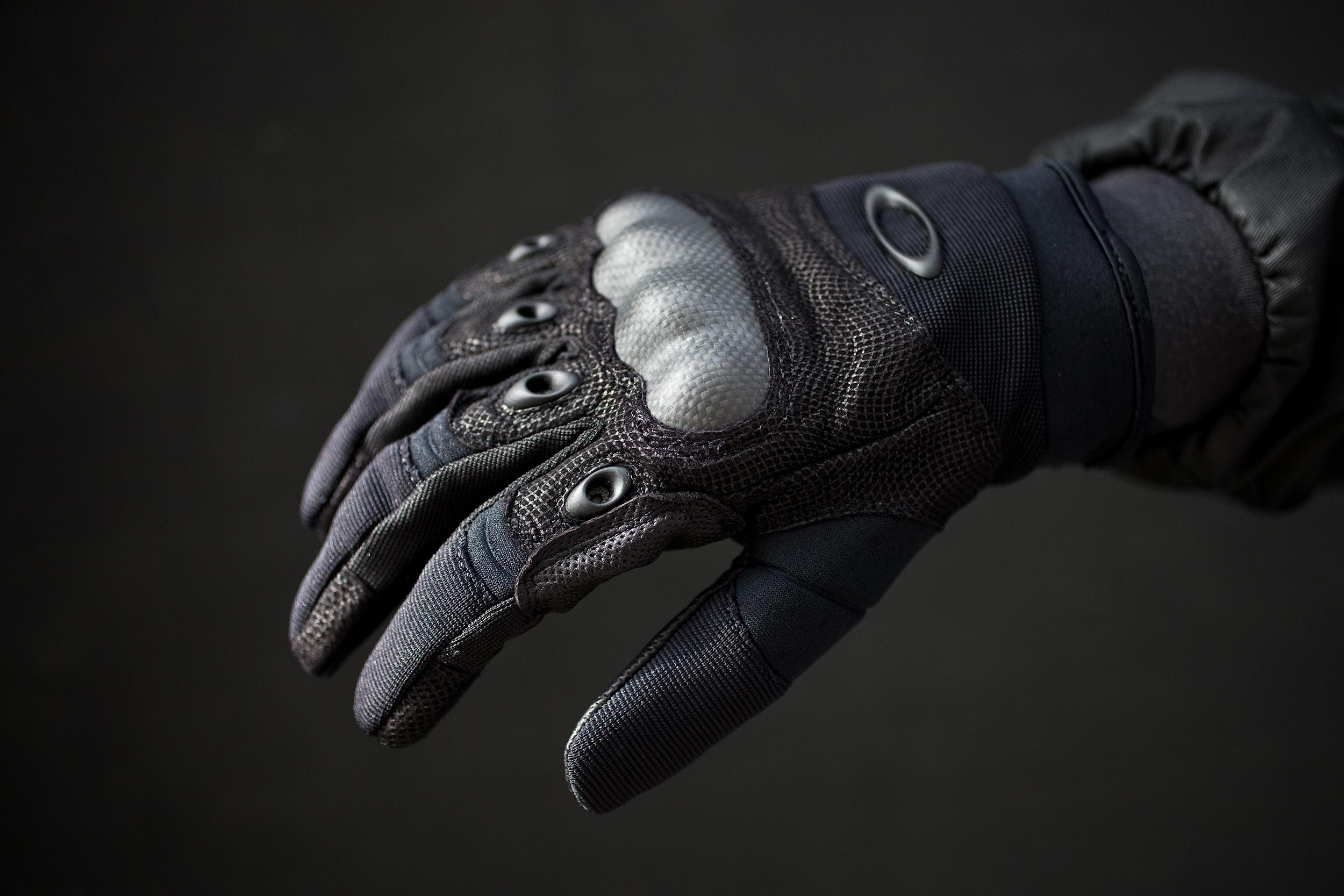 Перчатки Oakley (карбон, кевлар, козья кожа, неопрен, лайкра)
