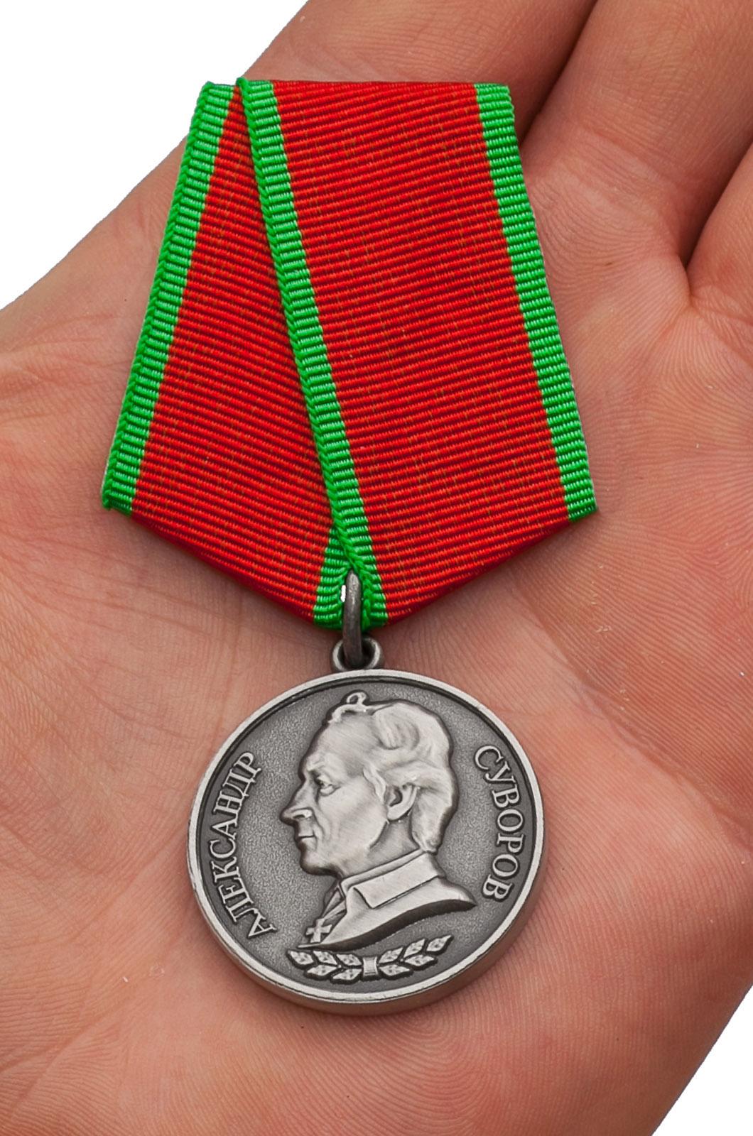 Награждение медалью Суворова