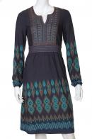Аккуратное приталенное платье до колен