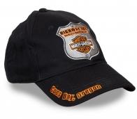 Мотоцикл – это проводник души! Байкерская бейсболка с нашивкой-жетоном Harley-Davidson.