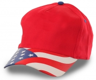 Бейсболка со стилизованным под американский флаг козырьком