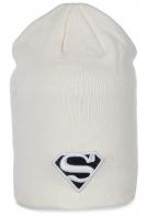 Белоснежная удлиненная шапка девушки Супермена