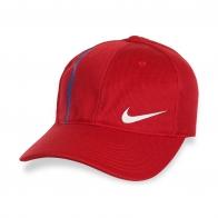 Брендовая красная кепка.