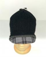 Черная шапка с клетчатым козырьком