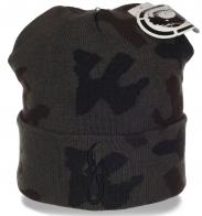 Демисезонная камуфлированная мужская шапка с отворотом