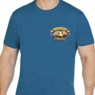 Дизайнерская футболка с эффектным изображением.