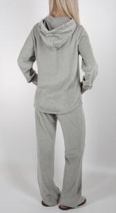 Женский домашний костюм от ТМ She (Италия). Брючная велюровая двойка с капюшоном и полноценными карманами. Удлиненная кофта, высокое горло, объемный принт