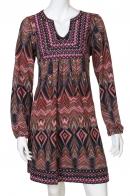 Фигурное женственное этно-платье с овальным декольте