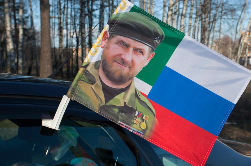 Недорого купить флаг с Кадыровым в Военпро