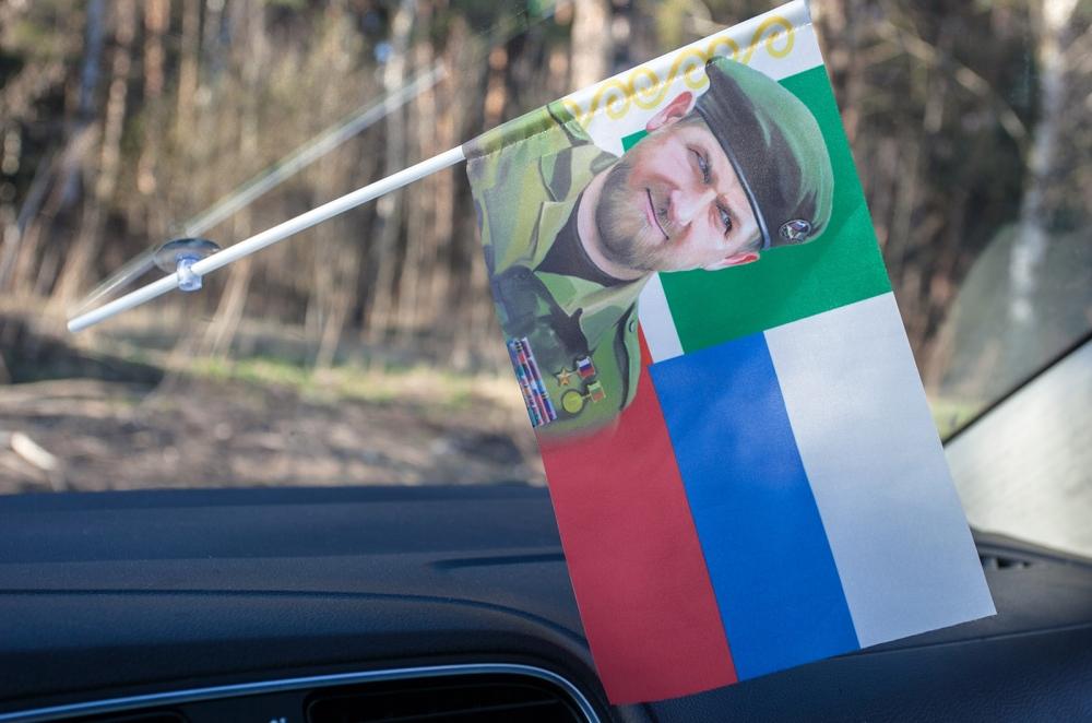 """Недорогие флажки """"Кадыров"""" с присоской только в Военпро"""
