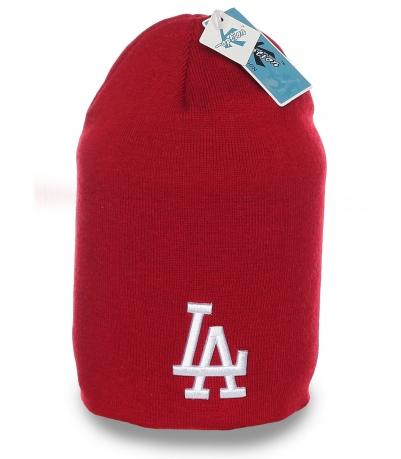 Импозантная красная стильная шапка бини бренда LA последний крик моды