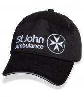 Однотонная черная кепка St. John Ambulance.