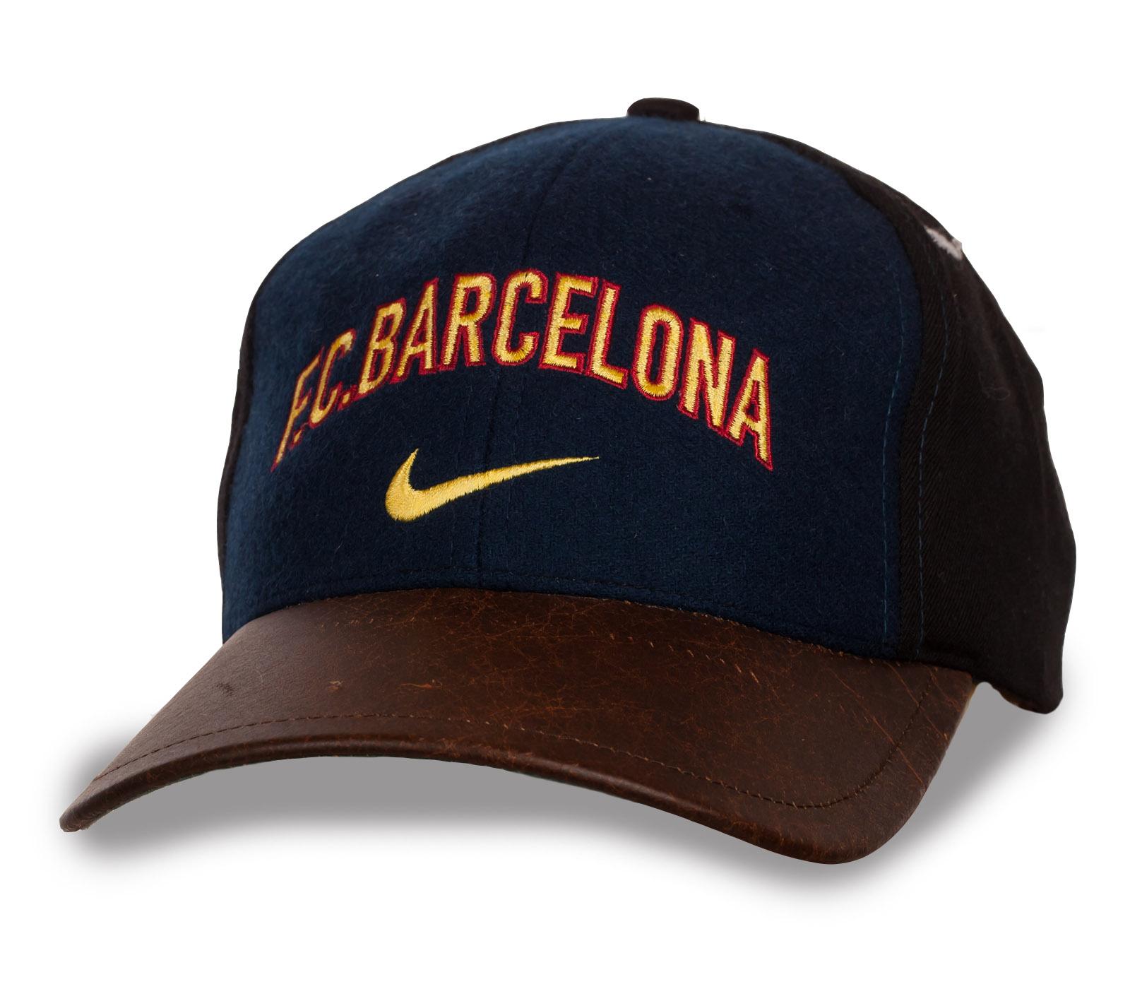 Классная бейсболка Barcelona с кожаным козырьком.