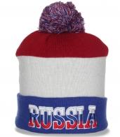 Классная шапка Russia с помпоном. Молодежная модель, которая актуальная всегда!
