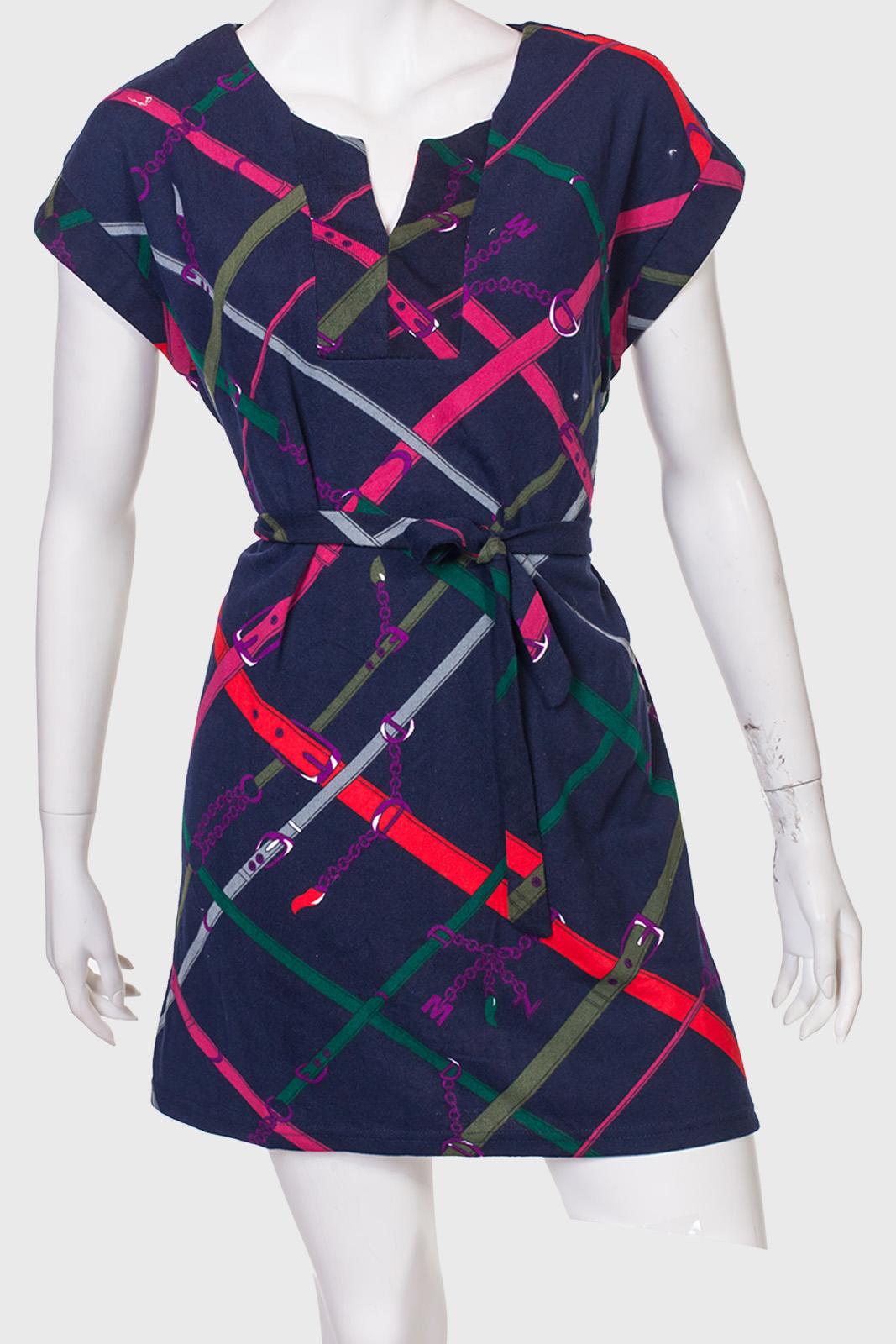 Короткое приталенное платье L&L.