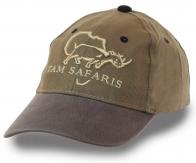 Котоновая фактурная бейсболка TAM SAFARIS – классический удобный фасон, нейтральный модный цвет, фирменная объемная вышивка. Кепка, как продолжение стиля и ТЕБЯ самого