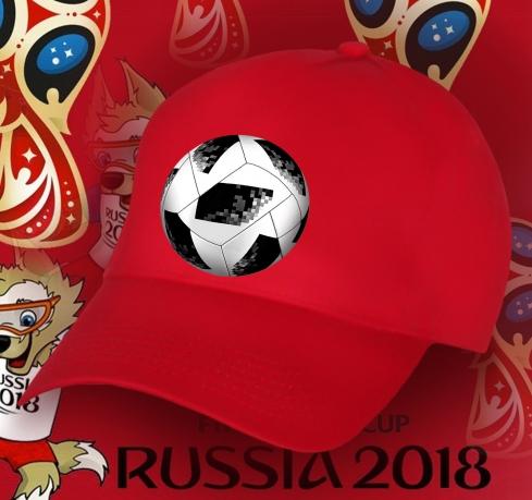 Красная бейсболка с мячом.
