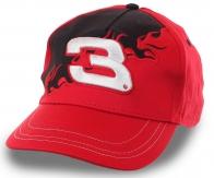 Красная бейсболка с номером 3