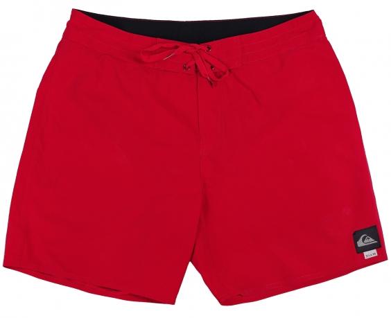 Красные шорты Quiksilver. Короткая модель для пляжа