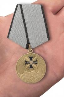"Медаль ""За службу на Северном Кавказе"" - вид на ладони"
