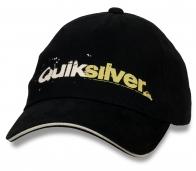 Модная бейсболка Quiksilver.
