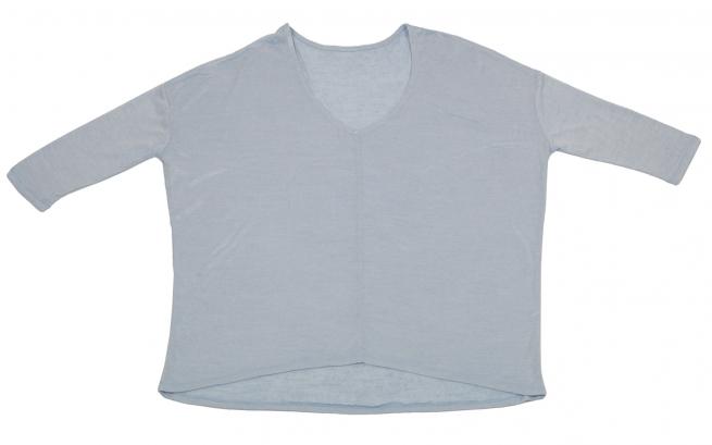 Модная кофточка светлого цвета с укороченным рукавом и удлиненной спинкой от Kerisma. То, что нужно на каждый день и на выход