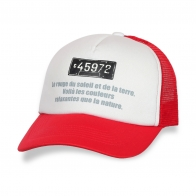 Модная красно-белая кепка
