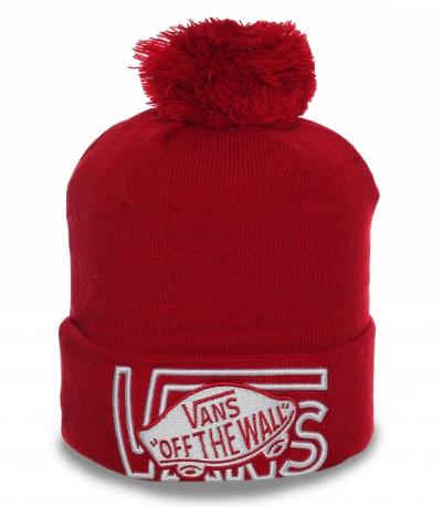 Модная шапка Vans красного цвета. Теплая и яркая модель для активной молодежи