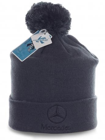 Мужская шапка Mercedes с помпоном. Однотонная модель в непринужденном стиле. То, что нужно для активных парней