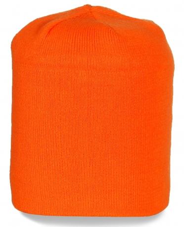 Однотонная шапка для прохладной погоды. Яркий и стильный вариант!