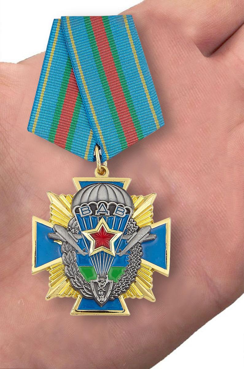 Орден ВДВ на колодке - вид на ладони