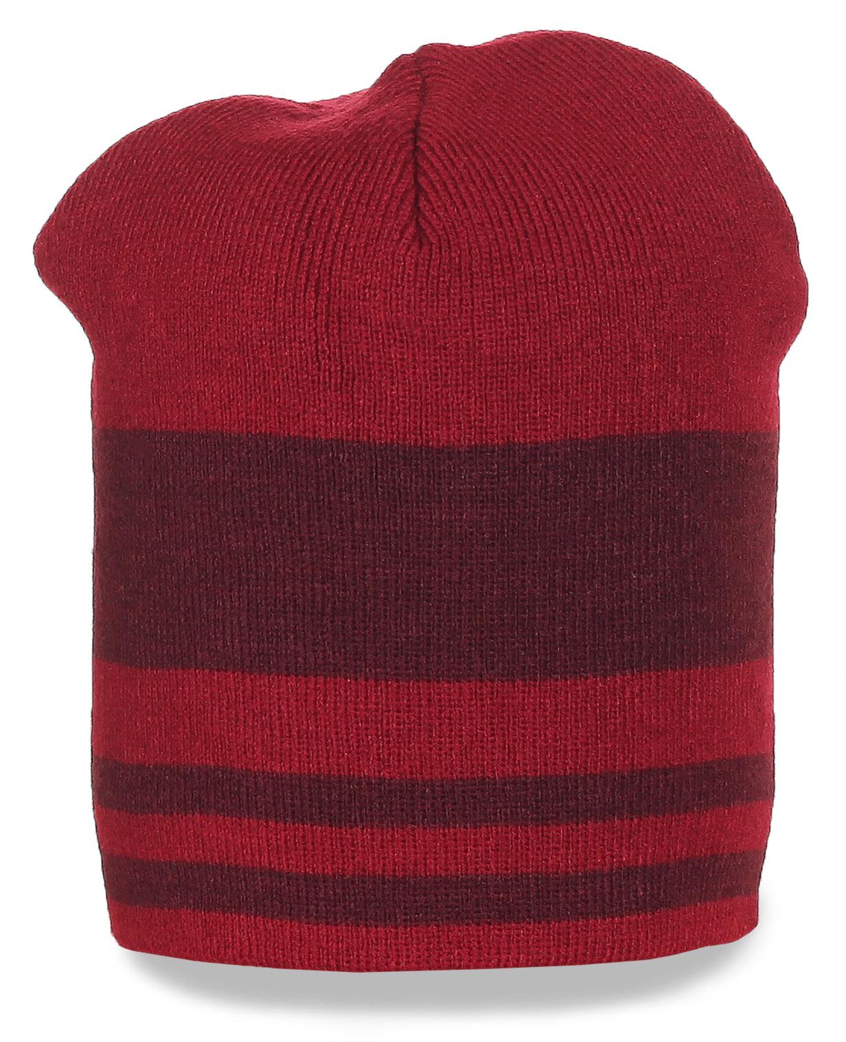 Красная шапка с горизонтальной полоской
