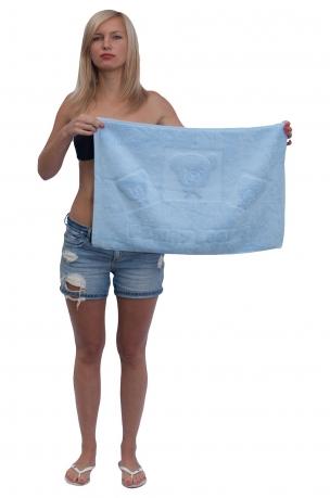 Маховое полотенце-коврик для душа; локация – ноги.