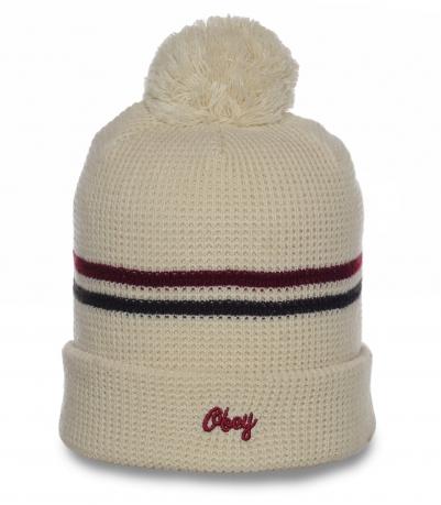 Популярная шапка Obey светлого цвета. Модный головной убор, который согреет в любую погоду