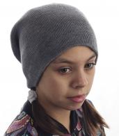Приятная детская шапка однотонного цвета. Удобная, не соскальзывает с головы и не даст замерзнуть. То, что нужно для подвижных игр