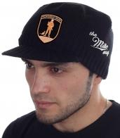 Уютная мужская шапка Miller Way плотной вязки с нашивкой «Вежливые люди». Заведи хотя бы одну такую кепку, чтобы выделяться из толпы однообразно одетых людей