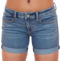 Синие джинсовые шорты American Eagle™.