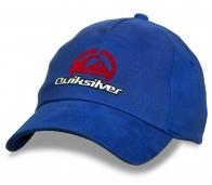 Синяя бейсболка от Quiksilver.