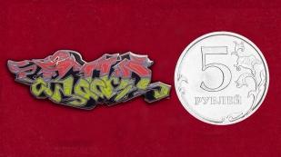 Стрит-арт значок для фанатов Dubstep и EDM