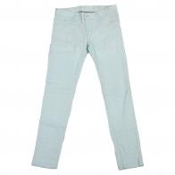 Светло-голубые женские брюки скинни.