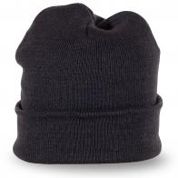 Серая шапка мелкой вязки – твой casual дресс-код