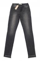Темно-серые женские джинсы Pieces с ассиметрично обрезанными брючинами.
