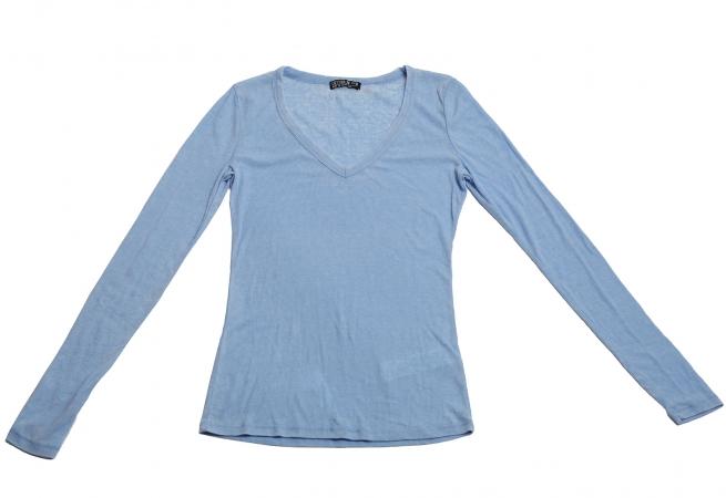 Трикотажная нежно-голубая кофточка бренда Cotton : on