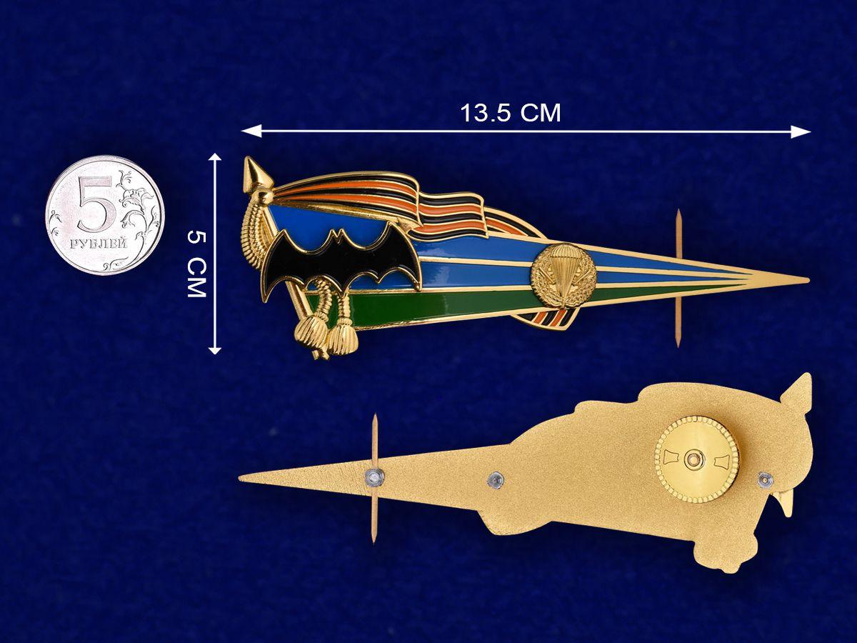 Уголок на голубой берет- сравнительный размер