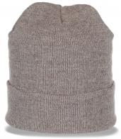 Универсальная шапка светлого цвета. Теплая модель, которая к лицу каждой девушке