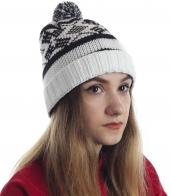 Уютная женская шапочка с отворотом